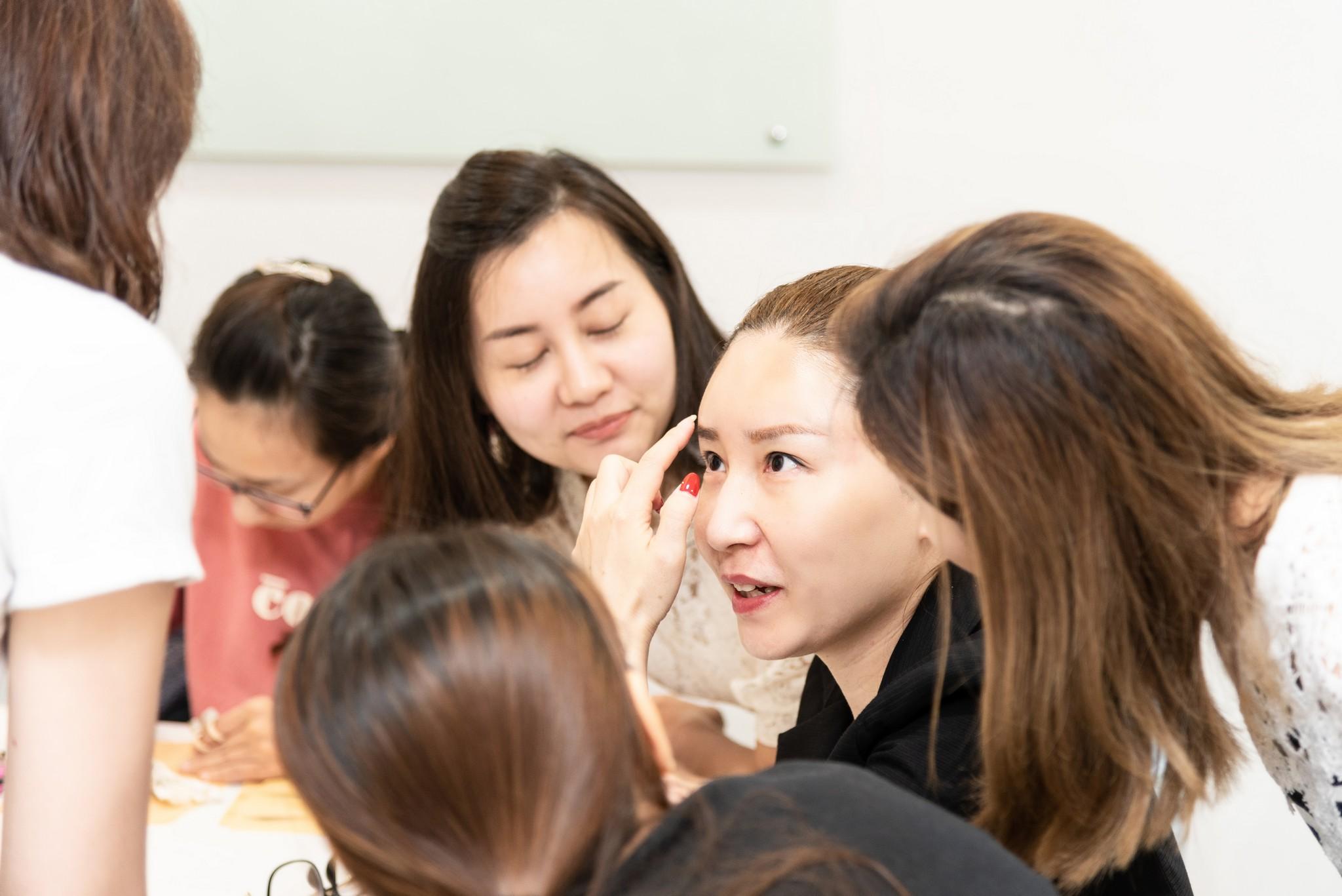 紋繡行銷作品 攝影行銷建立 從記錄課程互動開始